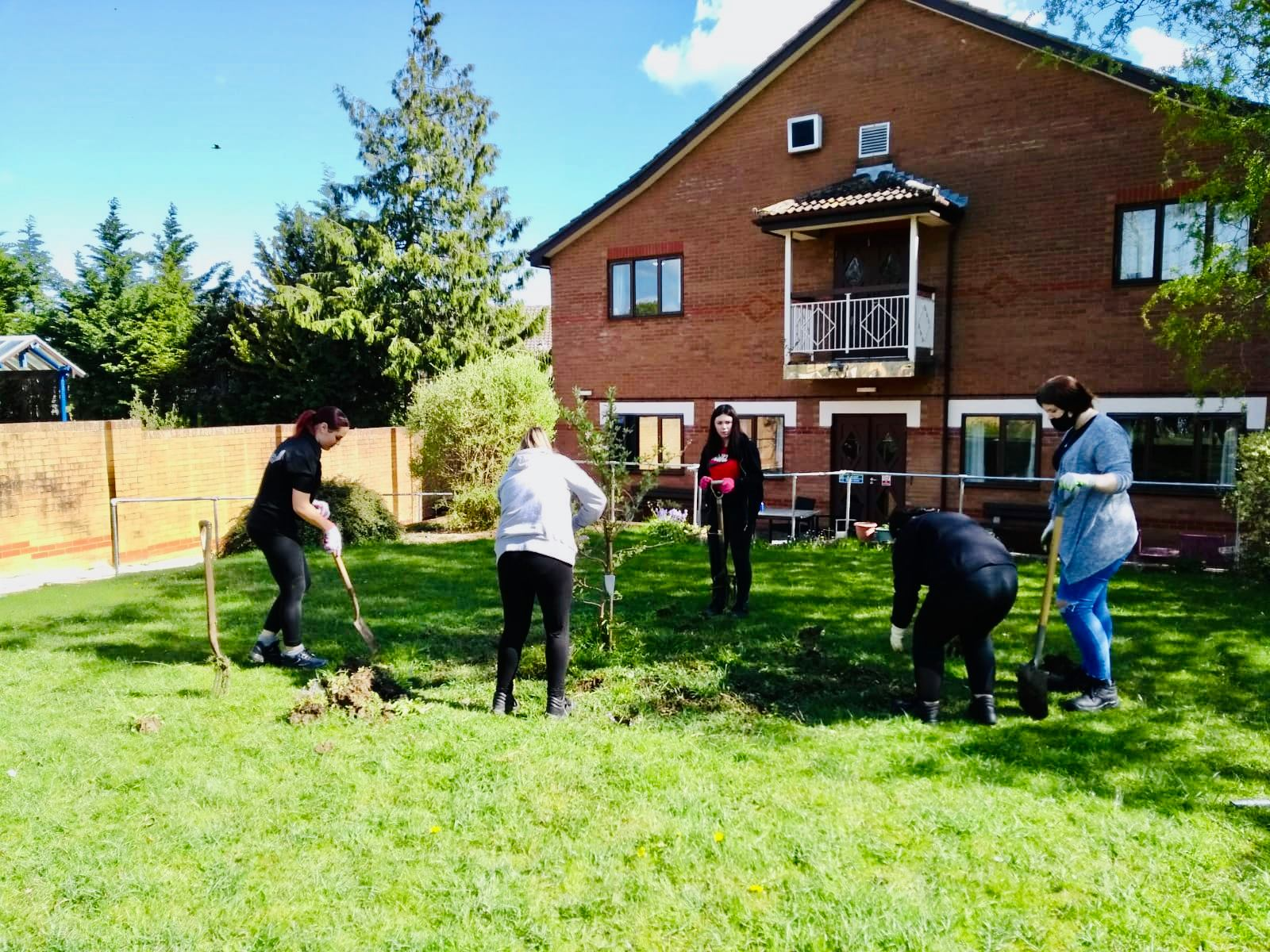 Students work on Bletchley House Gardens